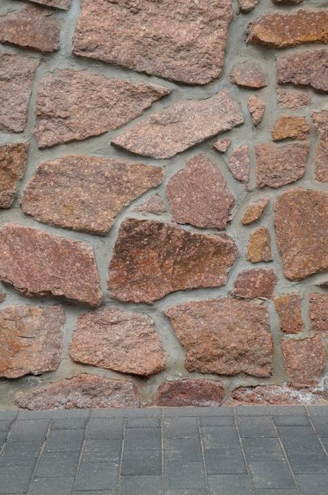 Das Bild zeigt eine leere Natursteinwand.